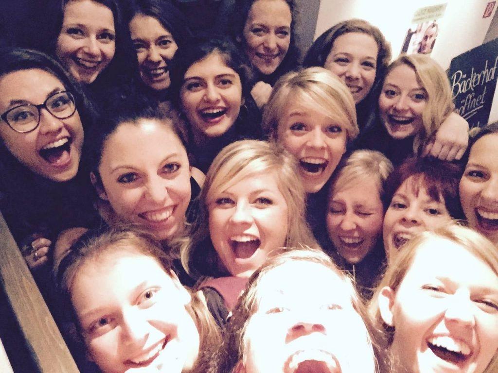 Ein Teil der Damenmannschaft auf der Weihnachtsfeier 2015